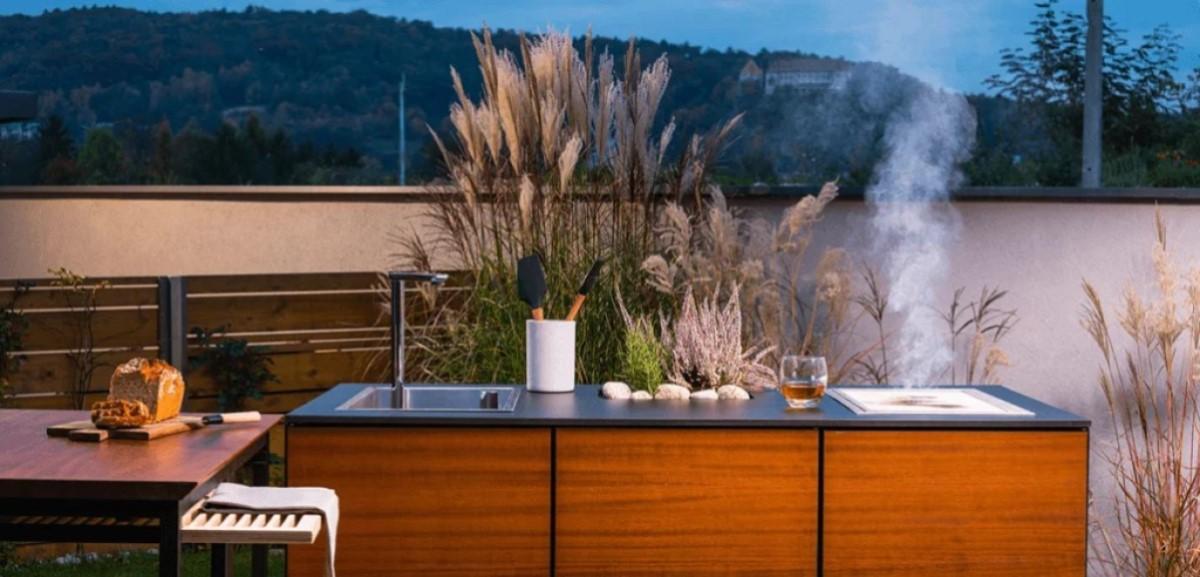 ogrodowa kuchnia zewnętrzna, grillowanie w ogrodzie, gotowanie na ogrodowej kuchni, grillowanie na ogrodowej kuchni